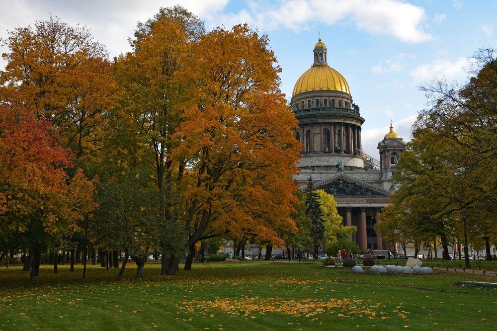 منظر لكاتدرائية إسحاق في مدينة سان بطرسبورغ الروسية، 9 سبتمبر 2021
