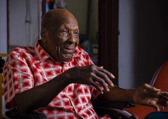 توفي الصياد العريق وأكبر معمر فرنسي  جول ثيوبالد، عن عمر ناهز 112 عاما