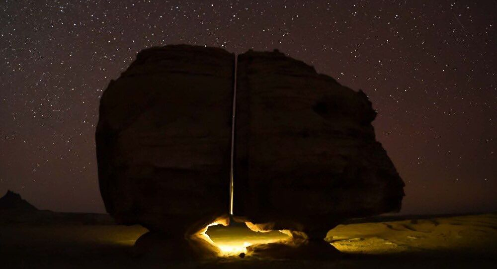 صخرة احصاة النصلة في السعودية من أعاجيب الطبيعة