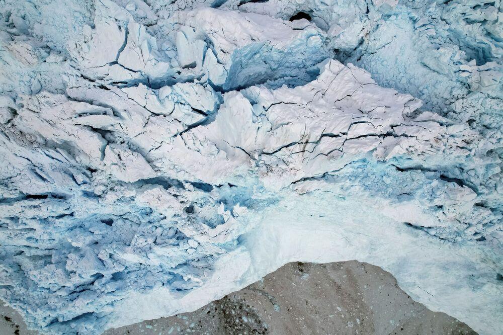 منظر جوي للجبل الجليدي إيكي في شمال إيلوليسات، غرينلاند ، 15 سبتمبر 2021