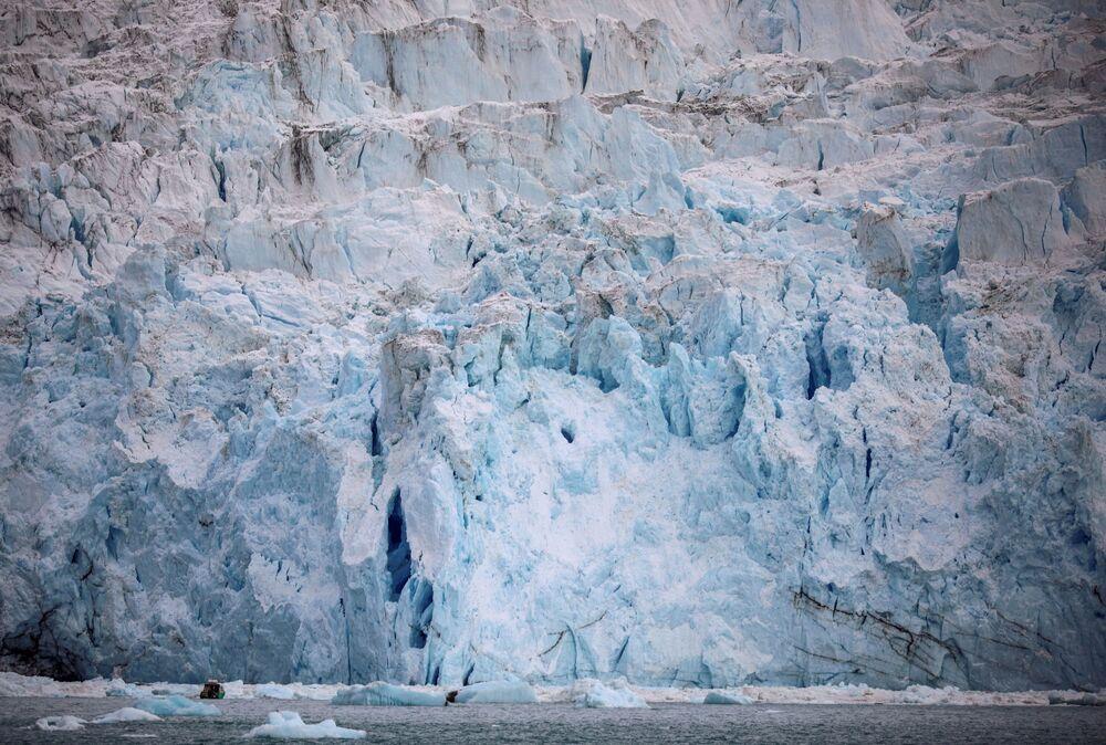 الجبل الجليدي إيكي في شمال إيلوليسات، غرينلاند ، 15 سبتمبر 2021
