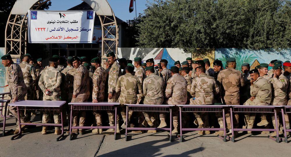 قوات الأمن العراقي تشارك في التصويت في الانتخابات العراقية في الموصل، العراق 8 أكتوبر 2021