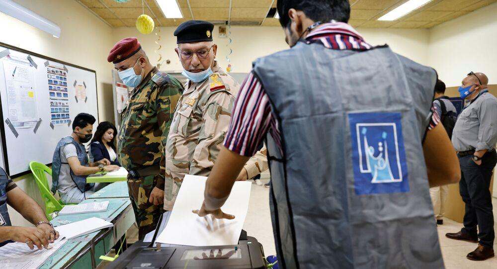 قوات الأمن العراقي تشارك في التصويت في الانتخابات العراقية في بغداد، العراق 8 أكتوبر 2021