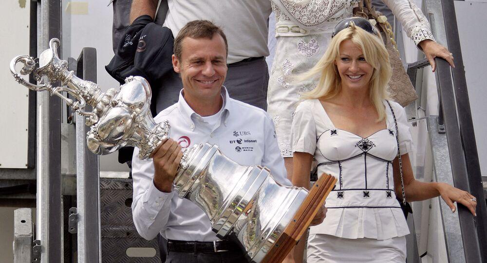 ملكة جمال بريطانية  كيرستي بيرتاريلي وزوجها الملياردير إرنستو