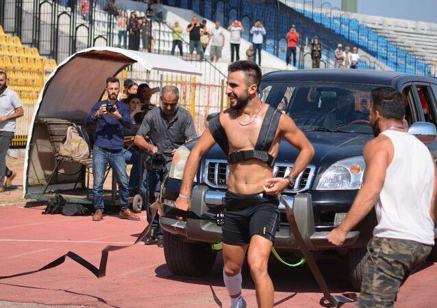 الشاب الرياضي السوري، يزن غياث صالح، بعد أن حطم رقما قياسيا في غينيس