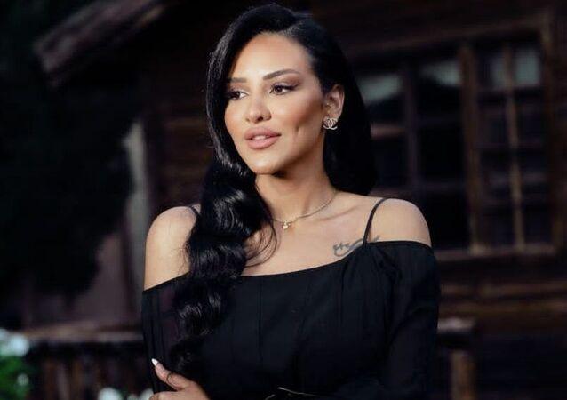 الممثلة السورية لين البرازي
