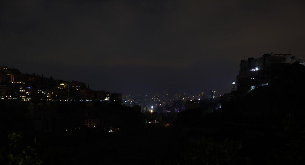 لبنان يغرق في الظلام