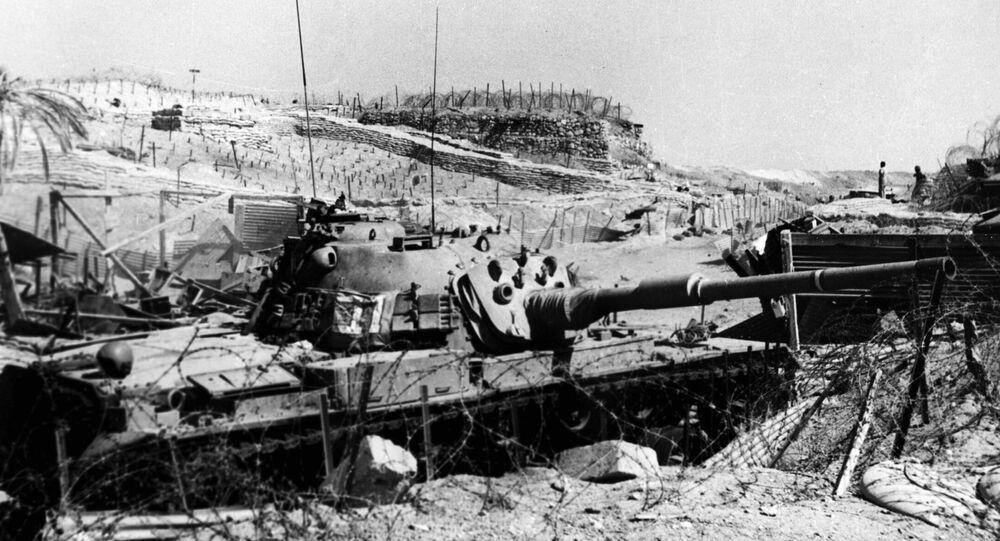 خط بارليف الذي أنشأته إسرائيل على الضفة الشرقية لقناة السويس إثر احتلال سيناء المصرية