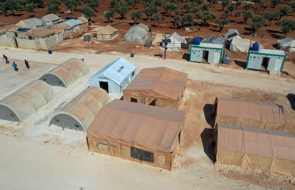 منظر جوي لمخيم النازحين السوريين في بلدة معرة مصرين بريف إدلب شمال غرب سوريا، 9 أكتوبر 2021.