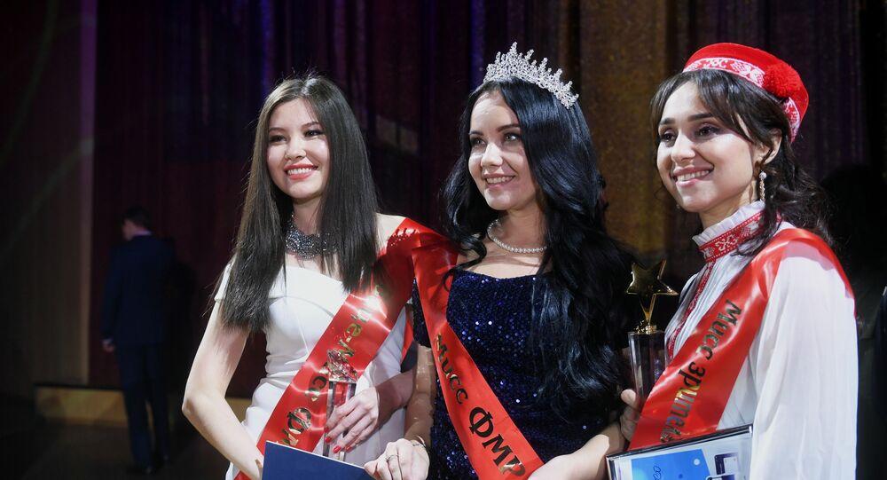 روشانا كاريموفا، من كزاخستان، الفائزة بلقب مكلة جمال المهاجرات في روسيا 2021