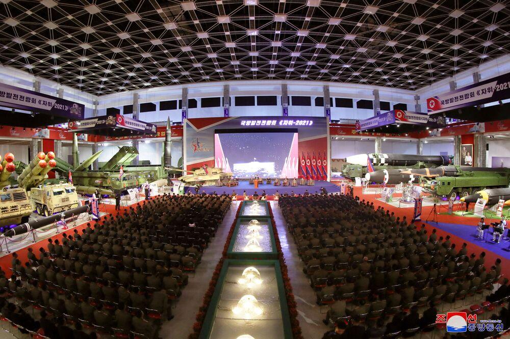 معرض تطوير الدفاع، في بيونغ يانغ، كوريا الشمالية، 12 أكتوبر 2021