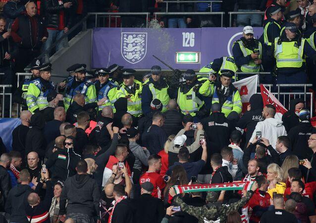 مباراة إنجلترا والمجر وسط شغب المشجعين