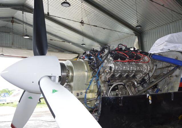 إطلاق طائرة بمحرك السيارة الفخمة آوروس