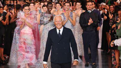 المصصم الإيطالي الشهير جورجيو أرماني في عرض أزياء ليلة واحدة فقط في إطار عرض أسبوع الموضة العربي في مدينة دبي، الإمارات العربية المتحدة 26 أكتوبر 2021
