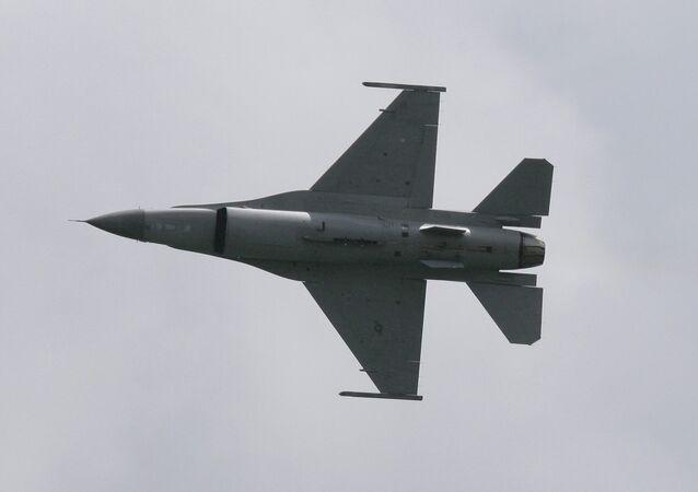 طائرات إف- 16