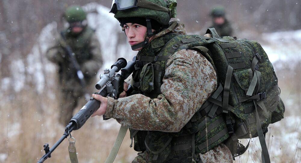 جندي يرتدي بِزَّة راتْنيك