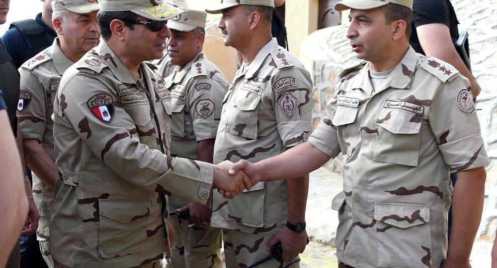 الرئيس المصري يعود للزى العسكري مرة أخرى