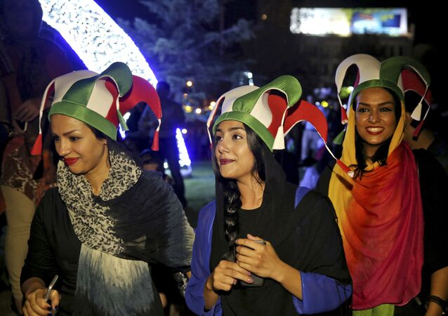 الإيرانيون يحتفلون بالإتفاق النووي