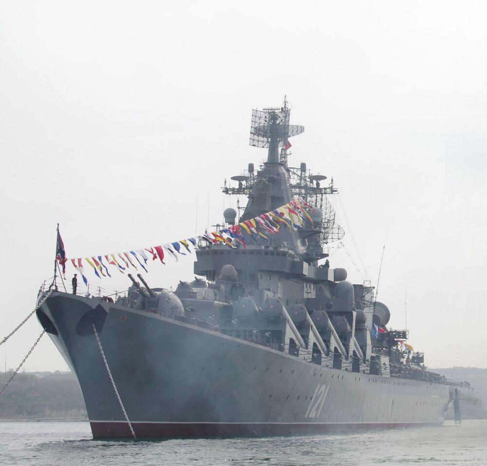 الطراد حامل الصواريخ موسكفا (موسكو) من أسطول البحر الأسود الروسي