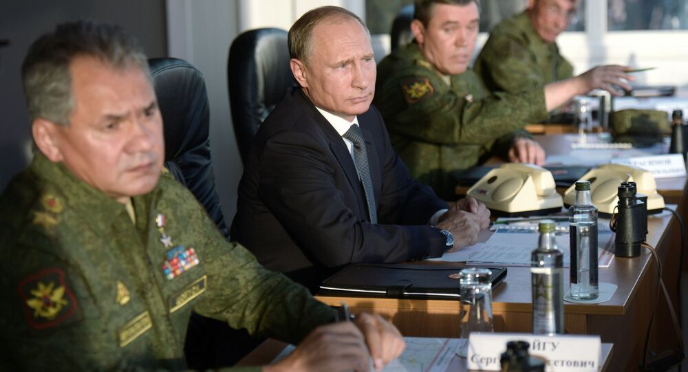 الرئيس بوتين يتابع المناورات العسكرية الروسية