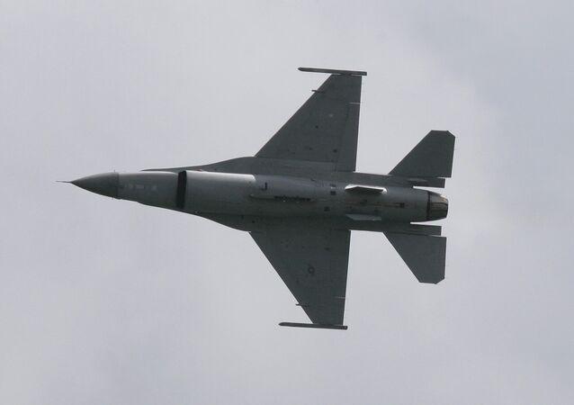 طائرة إف-16