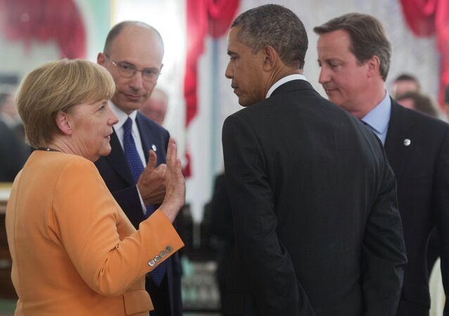 باراك أوباما وأنجيلا ميركل وديفيد كاميرون