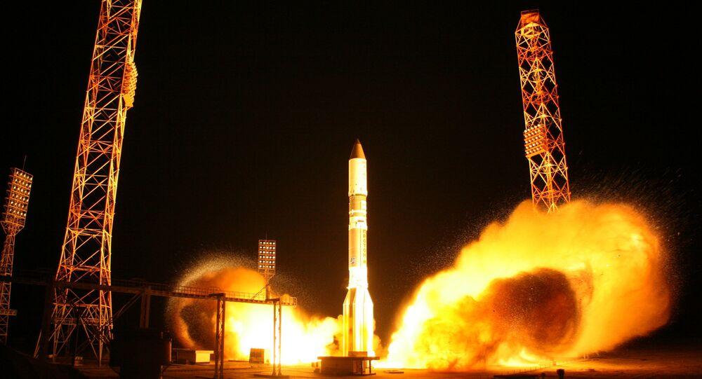 إطلاق صاروخ بروتون-إم