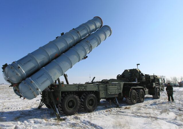 قاذف صواريخ إس-400