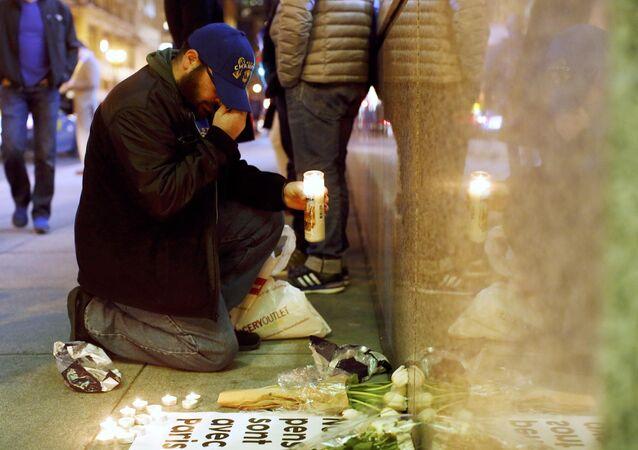 الحزن على ضحايا هجمات باريس