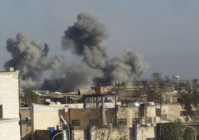قصف مدينة الرمادي خلال تحريرها من داعش