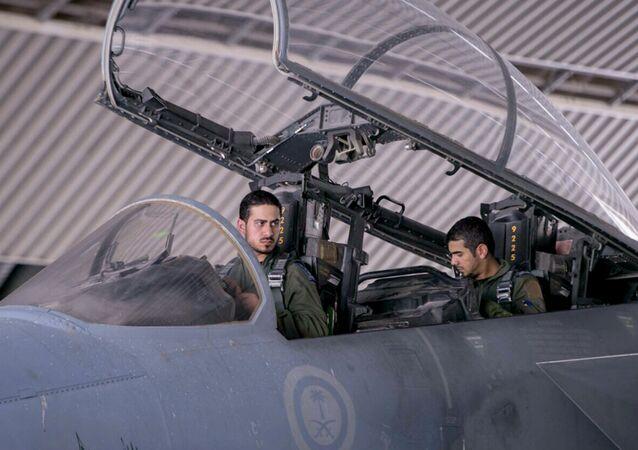 طيران التحالف العربي يقصف اليمن