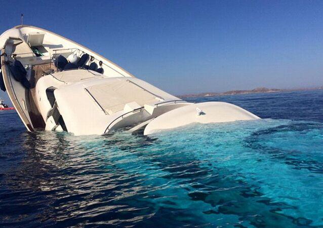 يخت غرقان
