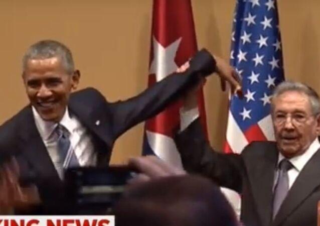 رئيس كوبا يحرج اوباما على الهواء مباشرة