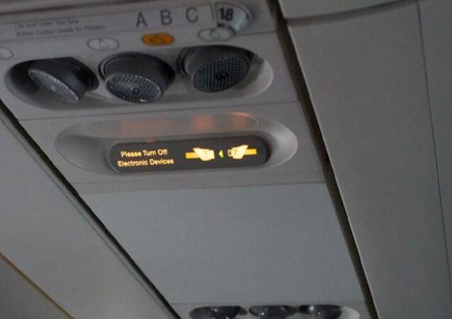 غلق الهاتف داخل الطائرة