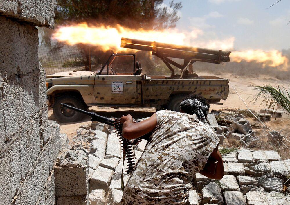 القوات الليبية الموالية للحكومة الجديدة، خلال المواجهات مع مسلحي تنظيم داعش في سيرت، 21/ تموز 2016