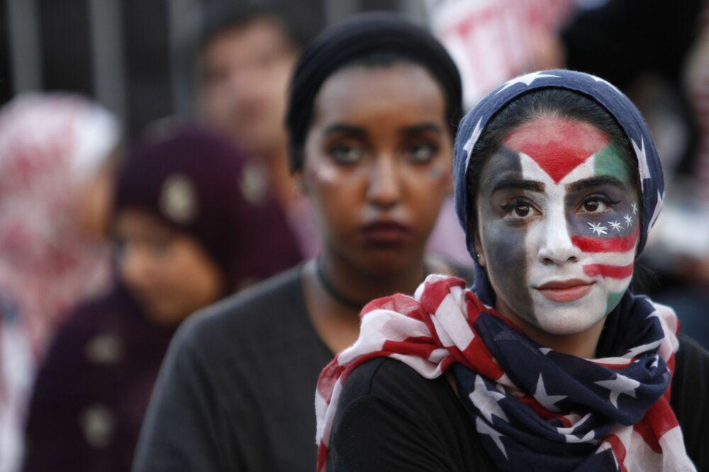 فتاة خلال فعالية الأمريكيون ضد الإرهاب بمدينة واشنطن، الولايات المتحدة 23 يوليو/ تموز 2016