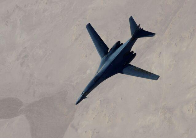 قاذفة أمريكية من طراز بي-1بي