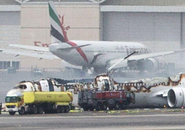 طائرة إماراتية، تابعة لشركة Emirates، بعد هبوط اضطراري لها في مطار دبي الدولي، الإمارات المتحدة 3 أغسطس/ تموز 2016