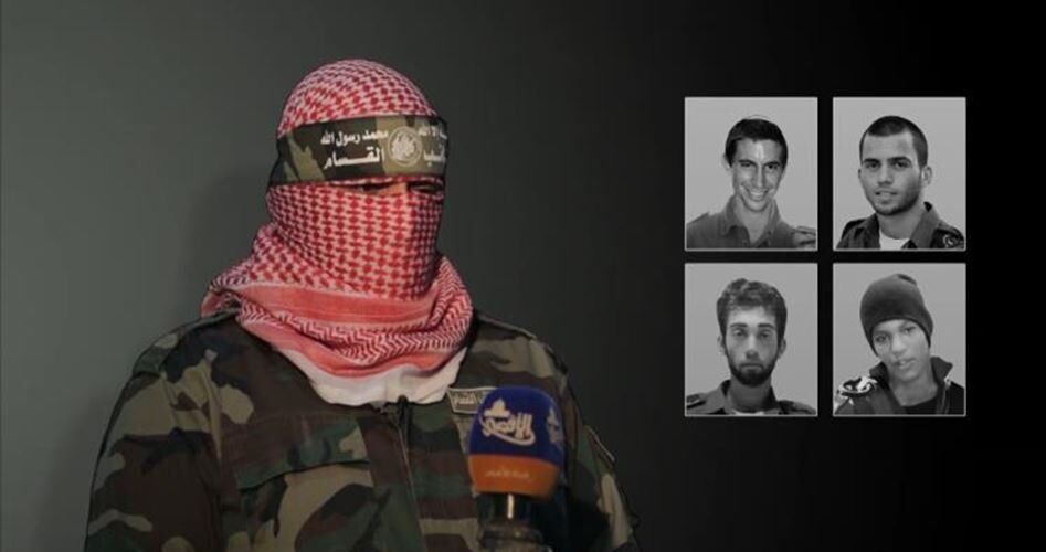 أبو عبيدة الناطق باسم كتائب القسام الذراع العسكري لحركة حماس وصور الجنود الأسرى في الجيش الإسرائيلي