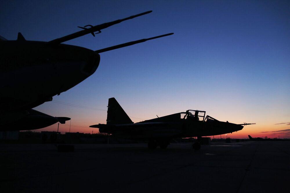 مقاتلة سو-25 خلال عودتها لسوريا من روسيا
