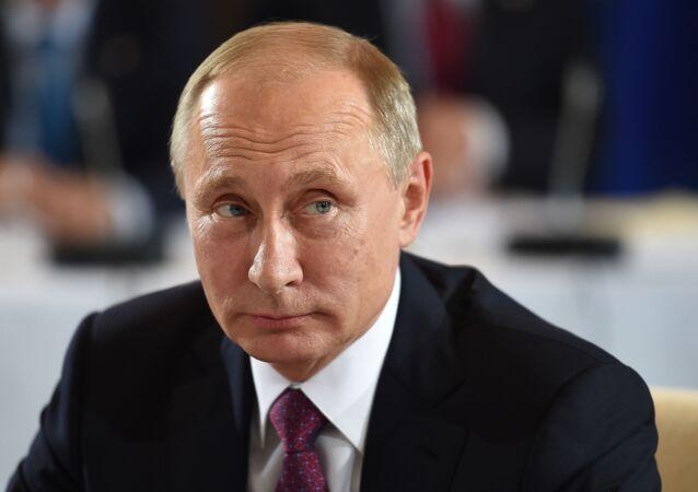 الرئيس الروسي فلاديمير بوتين خلال اجتماع رباعية النورماندي في برلين