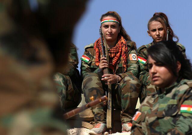 الكتيبة الكردية الإيرانية للنساء خلال مواجتهن لتنظيم داعش في محيط مدينة الموصل بالعراق