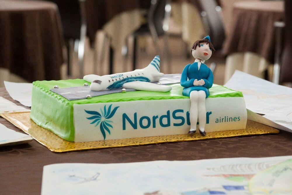 مسابقة أجمل مضيفة طيران في روسيا - كعكة المسابقة