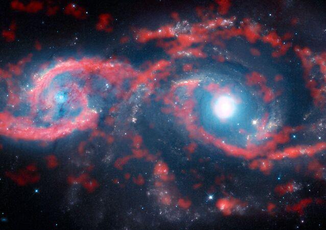 تقارب المجرات IC 2163 و NGC 2207 في كوكبة الكلب