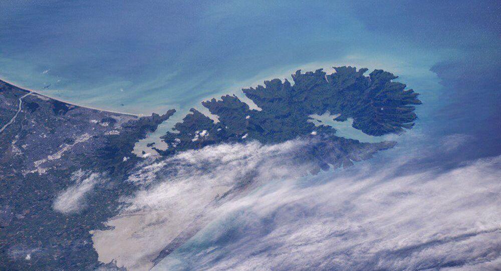 لحظة ثوران البركان فيشبه جزيرة بانكس (نيوزيلندا)، التي التقطها رائد الفضاء أندريه بوريسنكو