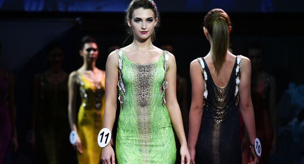 المشاركة ديانا لوكيانتشيكوفا (كورسك) في نهائي مسابقة اأجمل عارضة أزياء روسيا 2016 في فندق Korston Club Hotel في موسكو.