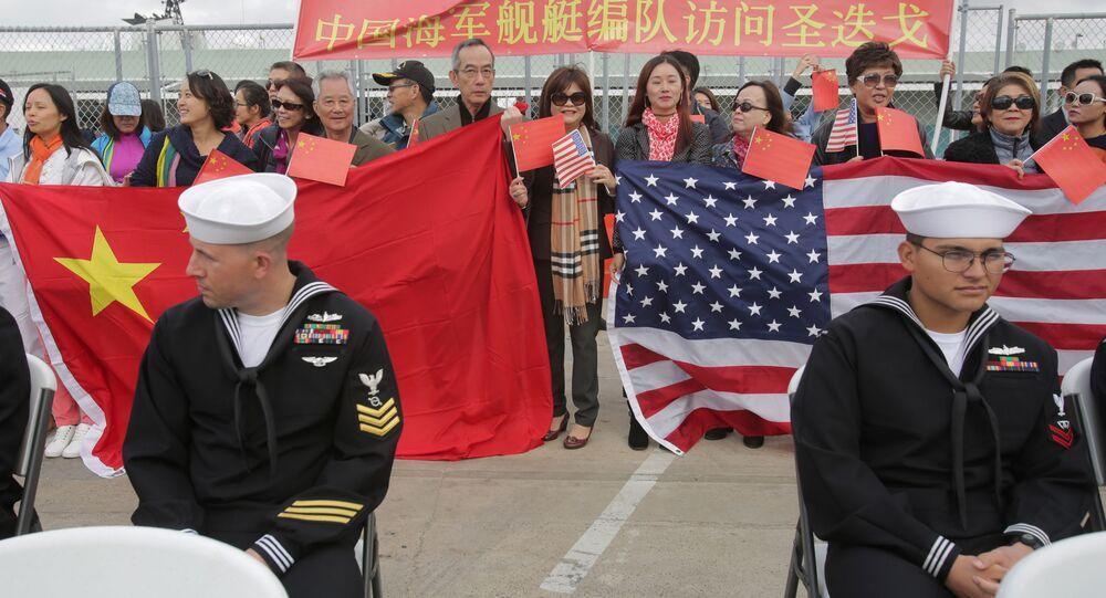 المواطنون الصينيون والأمريكيون يستقبلون البحرية الصينية  في سان دييغو، الولايات المتحدة 6 ديسمبر/ كانون الأول 2016