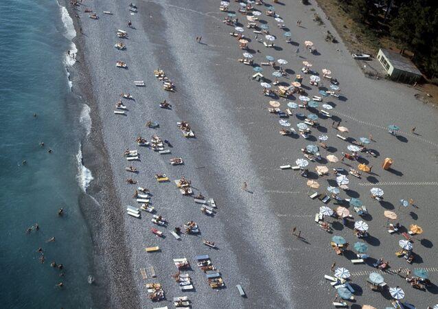 الاستجمام على شاطئ البحر الأسود في منتج بيتسوندا