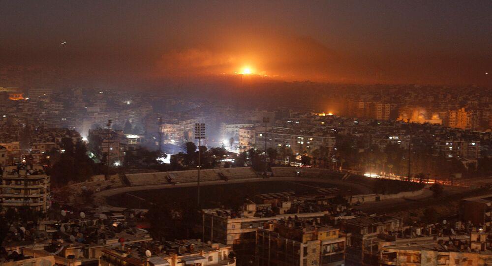 أدخنة الحريق الناجم عن قصف المناطق التي يسيطر عليها المسلحين حول ضواحي مدينة حلب، 12 ديسمبر/ كانون الأول 2016