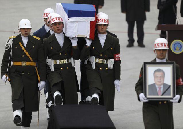 نقل جثمان السفير الروسي أندريه كارلوف من العاصمة التركية إلى الوطن روسيا عبر مطار أنقرة الدولي